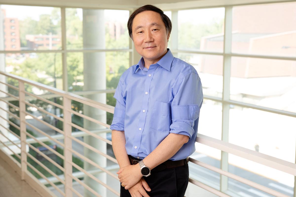 Professor Yi Lu