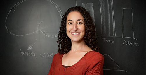 University of Illinois psychology professor Eva Telzer and her colleagues found that a mother's presence changes brain activity in an adolescent who is contemplating risky behavior.