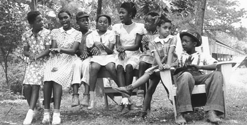 "Among the musicians Stephen Wade will discuss in his talk, titled ""Getting Their Hands on the Tune: From the Front Porch to the Library of Congress and Back Again,"" are students who sang ""Pullin' the Skiff,"" photographed in Brandon, Miss., May 25, 1939."