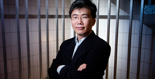 University of Illinois physics professor Taekjip Ha and his colleagues discovered how a DNA-repair protein matches up a broken DNA strand with an intact region of double-stranded DNA.