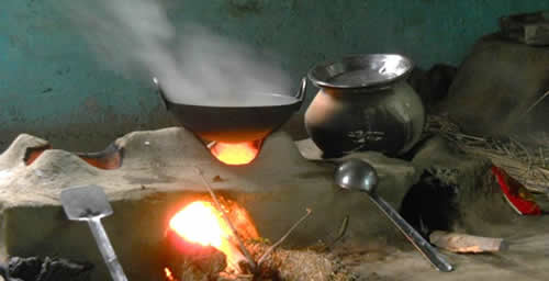 In many developing countries, food is cooked over traditional biomass-burning cookstoves. Illinois researchers found that how users operate their stoves has a big effect on emissions.