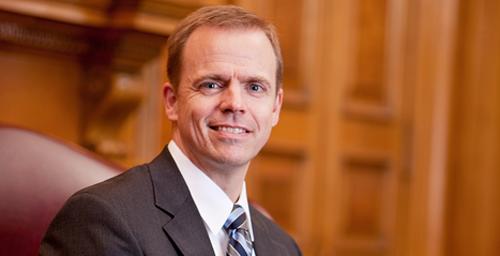 Finance professor Jeffrey R. Brown is one of six Illinois professors named a University Scholar.