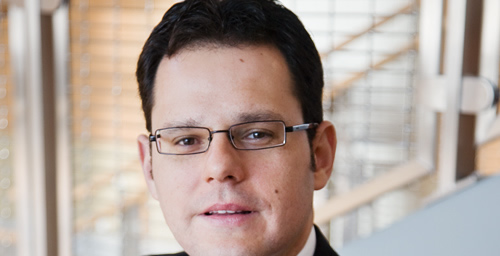 When the economy sours, small firms seeking credit tend to face higher costs of financing, leading them to reinvest their profits before they pay off creditors,says U. of I. finance professor Murillo Campello.