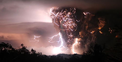 In 2008, the Mount Chaiten eruption in southern Chile showed what appeared to be a volcanic plume wrapped in a sheath of lightning.