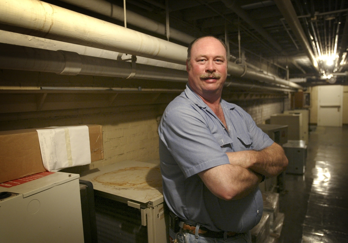 Bruce Hinman is a temperature control mechanic in the Facilities and Services division.