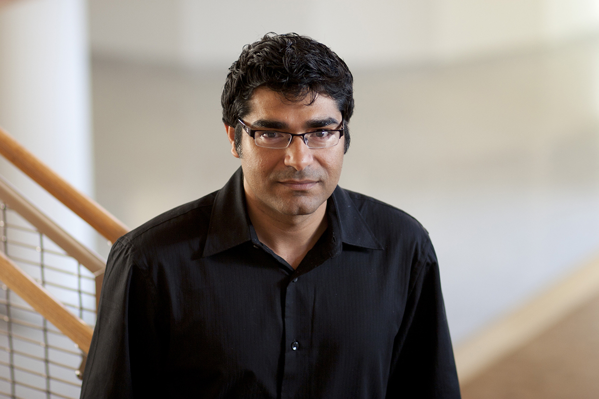 Photo of Ravi Mehta, a professor of business administration at Illinois.