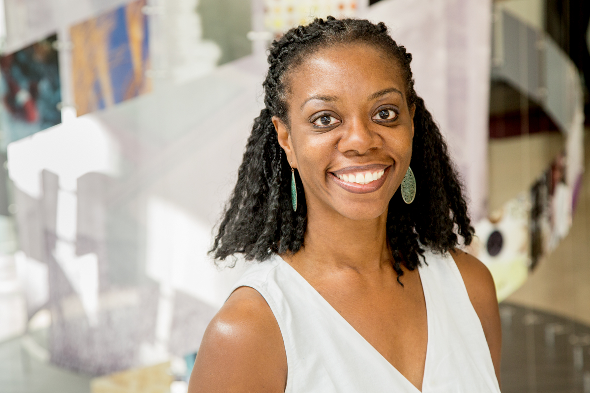 The Earned Income Tax Credit is now only paid as a lump sum after tax return filing, but spacing it out over the course of the year can result in significantly lower borrowing, more stable finances and less financial stress for low- and moderate-income families, according to a recent study led by Ruby Mendenhall, a professor of sociology and of African American studies at Illinois.