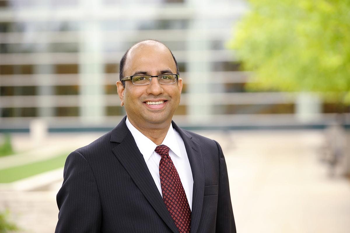 Photo of Raj Echambadi, the James F. Towey Faculty Fellow at Illinois