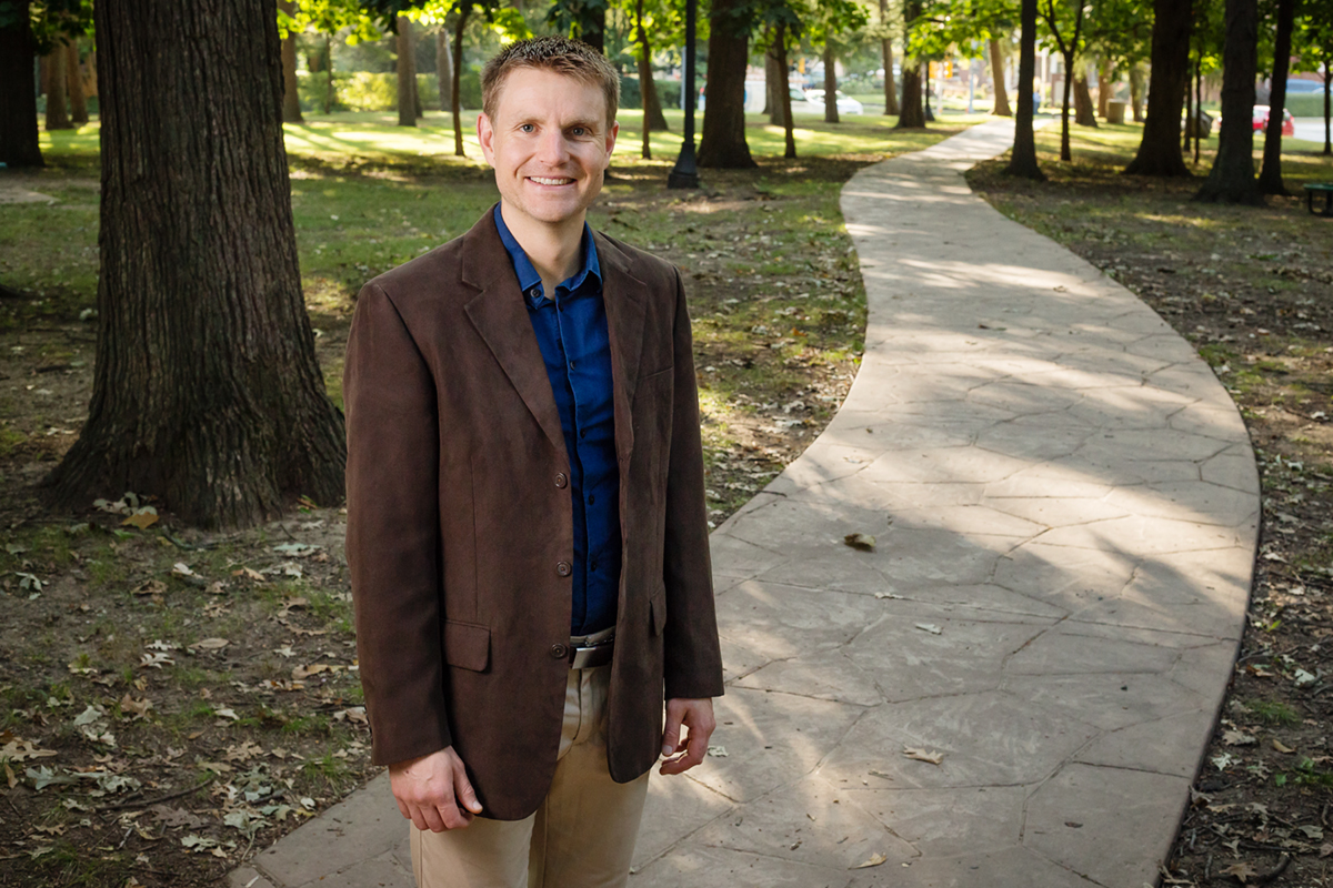 A new project led by University of Illinois recreation, sport and tourism professor Matthew Browning will document the health care cost savings associated with nature in residential settings. Browning and his project partners aim to develop a GIS-based modeling tool for use by city arborists across the U.S. that they can use to estimate their communities' potential rate of return on investments in urban forestry.