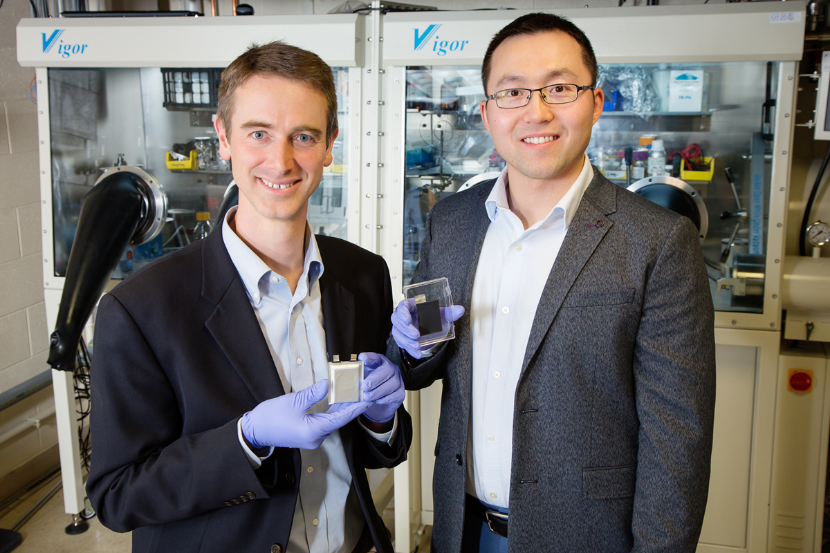 Illinois professor Paul Braun and Hailong Ning, the director of research and development at Xerion Advanced Battery Corporation, led a research team that developed a method for directly electroplating lithium-ion battery cathodes.