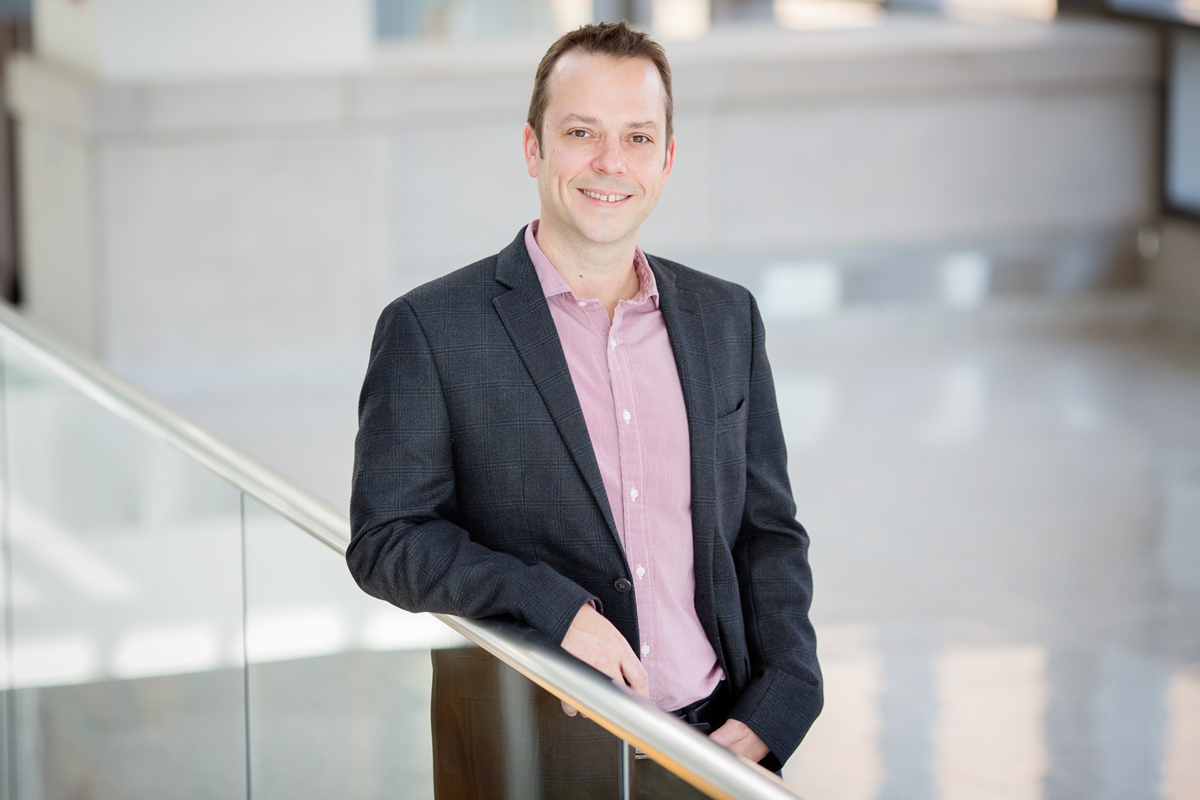 Professor Kristopher Kilian led a research team that developed a chemical array to culture metastatic cancer cells so that different treatments can be tested on them.