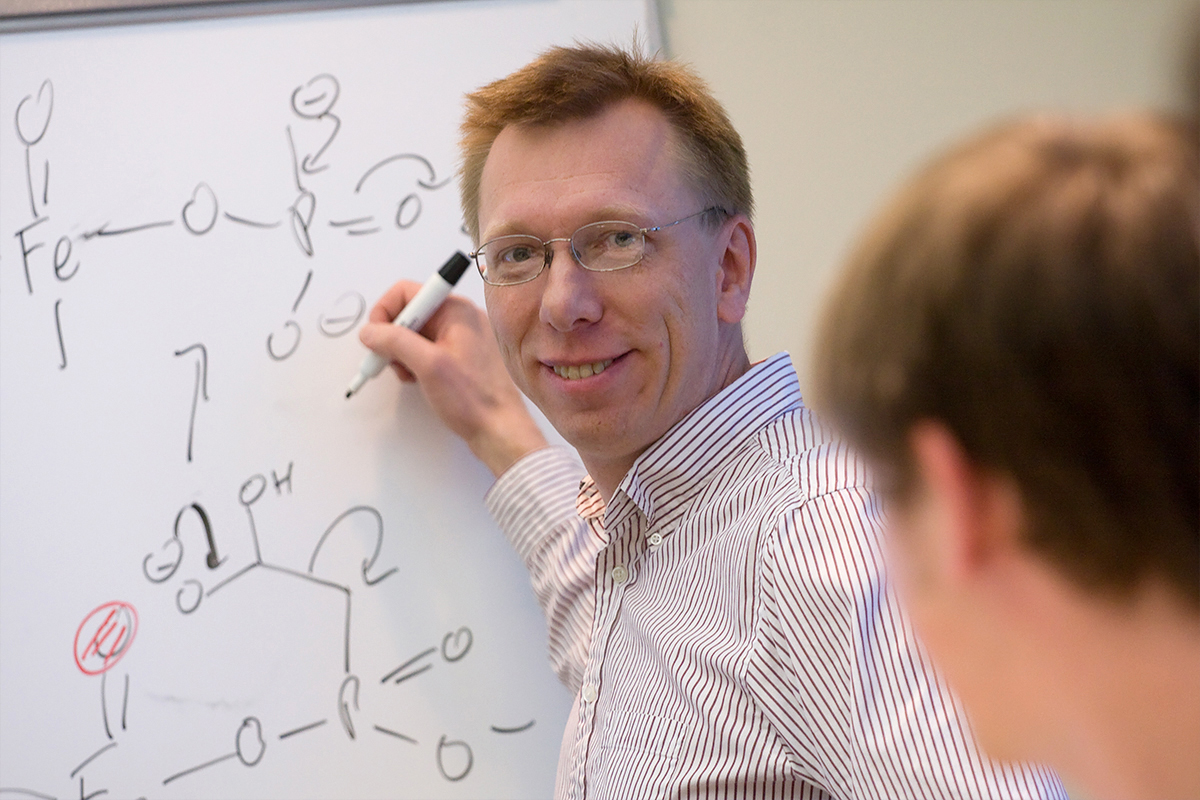 Chemistry professor Wilfred van der Donk and his colleagues developed a new method for generating large libraries of unique cyclic compounds.
