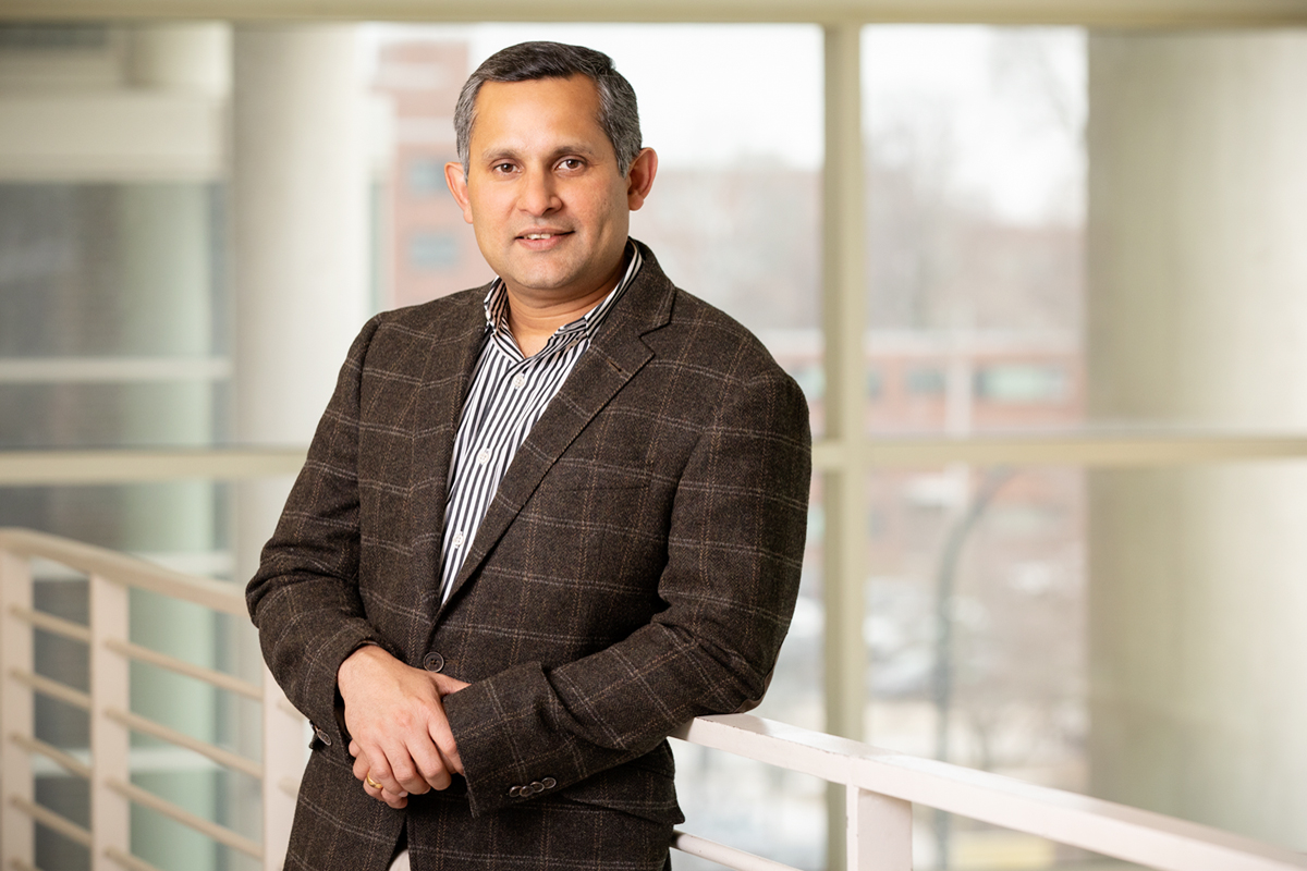 Professor Kannanganattu Prasanth led a team that found that certain genes that don't code for proteins could play an important regulatory role in breast cancer.