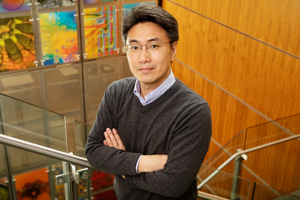 Professor Yong-Su Jin led a team that engineered a strain of yeast to produce the low-calorie natural sweetener tagatose from lactose.