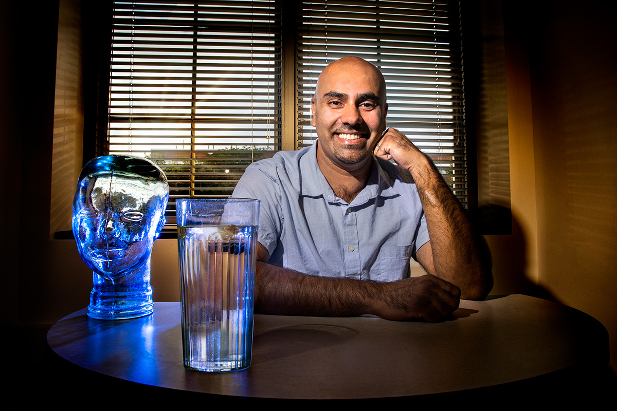 Drinking more water improves children's ability to multitask, according to a new study led by Illinois professor Naiman Khan.
