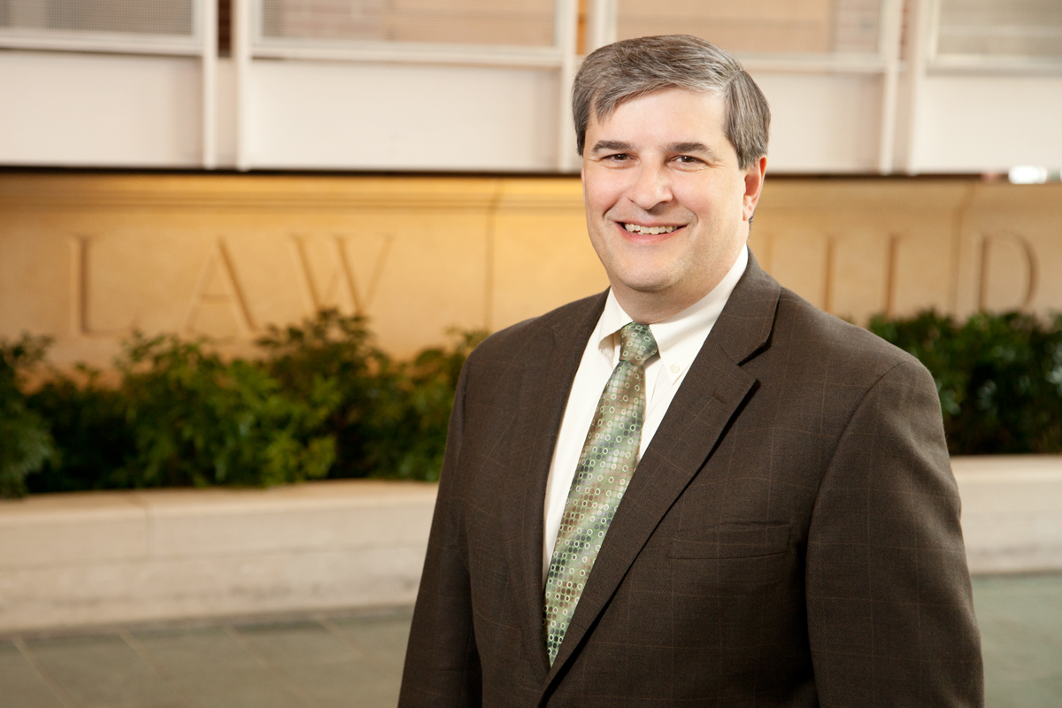 Photo of University of Illinois at Urbana-Champaign law professor Robert M. Lawless, a leading consumer credit and bankruptcy expert.